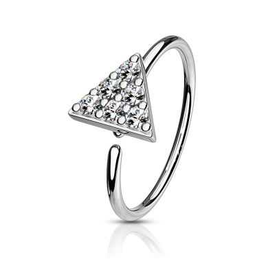 Seamless ring with studded triangle